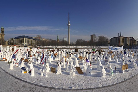 Demonstration of snowmen against climate change on the Schlossplatz in Berlin, Germany, Europe - 832-171895