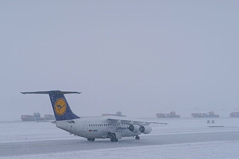 Snow, winter, Lufthansa airplane, snow removal with jet sweepers, taxiway and runway, Munich Airport, MUC, Bavaria, Germany, Europe