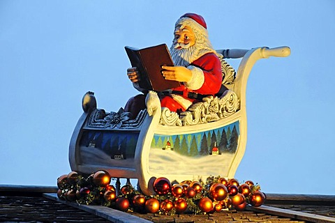 Father Nicholas, Santa Claus, reading a book in a sledge, Christmas market, Dortmund, North Rhine-Westphalia, Germany, Europe