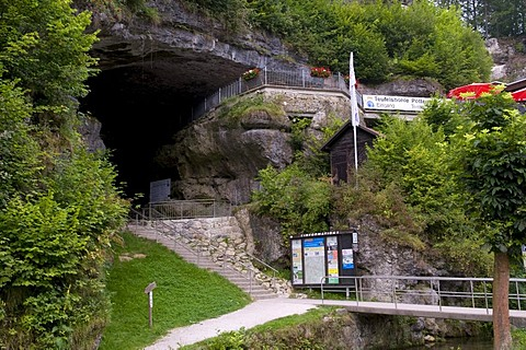 Entrance to the Devil's Cave, Pottenstein, Franconian Switzerland, Franconia, Bavaria, Germany, Europe