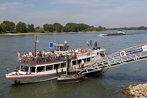Weissen Flotte, White Fleet, passenger ship at a wharf in Kaiserswerth, Duesseldorf, Rhineland, North Rhine-Westphalia, Germany, Europe