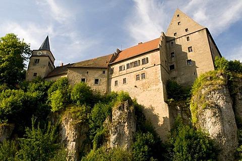 Burg Wiesentfels castle towering over Wiesenttal on a 40m high cliff, Hollfeld, Little Switzerland region, Franconia, Bavaria, Germany, Europe