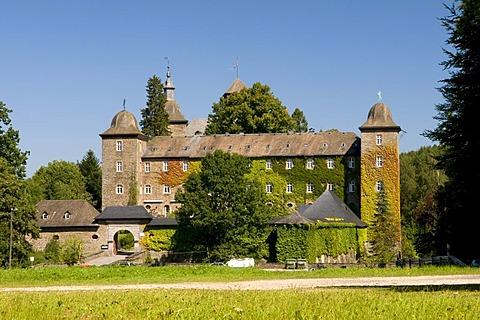 Burg Schnellenberg castle with origins in 1222, Attendorn, Sauerland region, North Rhine-Westphalia, Germany, Europe