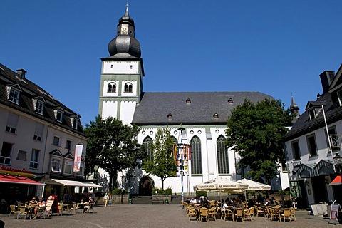 Parish church on the Alter Markt square in Attendorn, Sauerland region, North Rhine-Westphalia, Germany, Europe