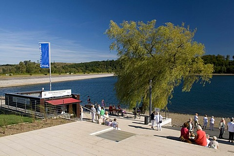 Promenade and pier of the Sorpestausees reservoir, Naturpark Homert nature preserve, Sauerland region, North Rhine-Westphalia, Germany, Europe
