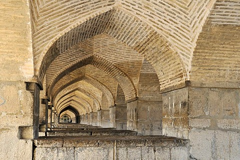 Allahverdi Khan- or Si-o-Se Pol bridge, Esfahan, Isfahan, UNESCO World Heritage Site, Persia, Iran, Asia