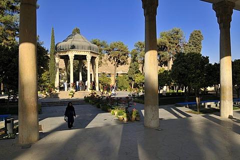 Mausoleum of the famous Persian poet Khwaja Samsu d-Din Muhammad Hafez-e Shirazi, Shiraz, Fars, Persia, Iran, Asia