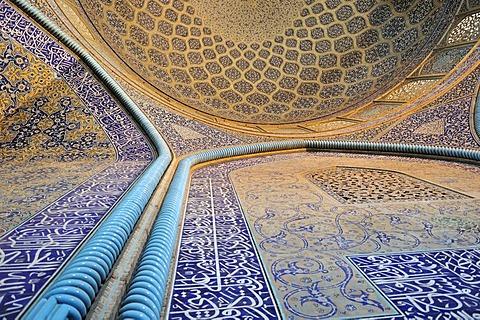 Highlight of Persian architecture, interior of Sheik Lotfollah, Lotf Allah Mosque, UNESCO World Heritage Site, Esfahan, Isfahan, Iran, Persia, Asia