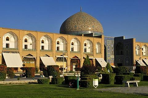 Meidan-e Emam, Naqsh-e Jahan, Imam Square with Sheik Lotfollah, Lotf Allah Mosque, Esfahan, UNESCO World Heritage Site, Isfahan, Iran, Persia, Asia