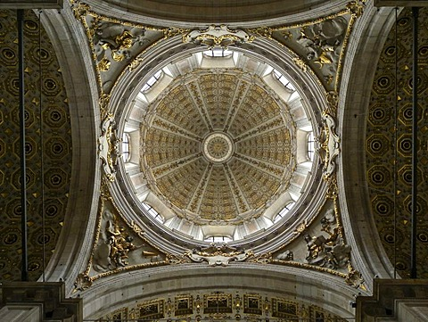 Interior of the cathedral, dome, Como, Lombardy, Italy, Europe
