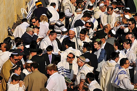 Jewish worshipers praying at the Wailing Wall, Jerusalem, Israel, Middle East, Orient