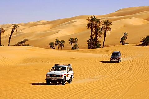 Toyota jeep on a desert road in the Mandara valley, Ubari Sand Sea, Sahara, Libya, Africa