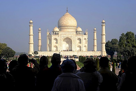 First view of the Taj Mahal, UNESCO World Heritage Site, Agra, Uttar Pradesh, North India, India, South Asia, Asia