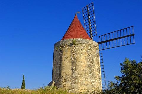 Alphonse Daudet's windmill, near Arles, Bouches du Rhone, Provence, France, Europe