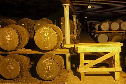 Talisker distillery, single malt whisky, Skye Island, Highlands region, Scotland, United Kingdom, Europe