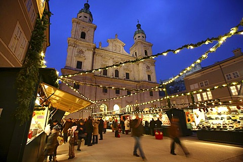 Christmas market at the Salzburger Dom cathedral, stalls in the Domplatz square, old town, Salzburg, Austria, Europe