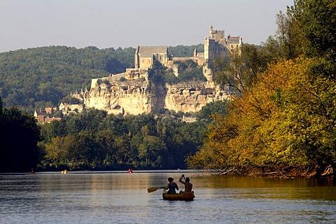 Canoeing on Dordogne River, walled town, Beynac-et-Cazenac, Dordogne Valley, Aquitaine, France, Europe