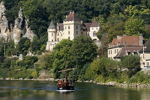 La Roque-Gageac, gabare boat, Dordogne valley, Aquitaine, France, Europe