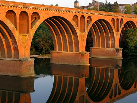 Pont du 22 Aout, 22 August Bridge, over River Tarn, Albi, France, Europe