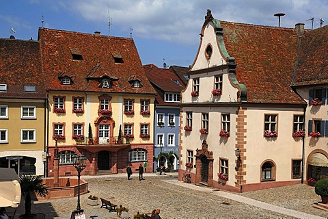 Altes Buergerhaus building from 1775, left, Old Town Hall, right, marketplace, Endingen am Kaiserstuhl, Baden-Wuerttemberg, Germany, Europe