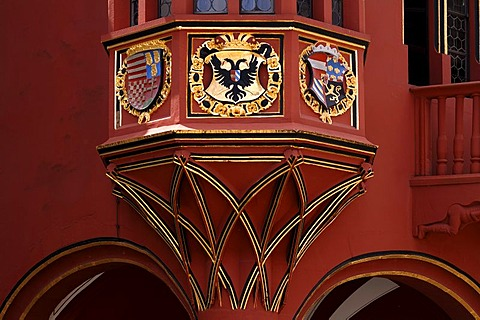 Coat of arms on the bay window, detail, of the Historisches Kaufhaus historical department store, 1520, 24 Muensterplatz cathedral square, Freiburg, Baden-Wuerttemberg, Germany,