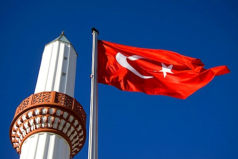 Flag of Turkey and the minaret of the Tuerkiyem Mevlana mosque, Weinheim, Baden-Wuerttemberg, Germany, Europe - 832-192757