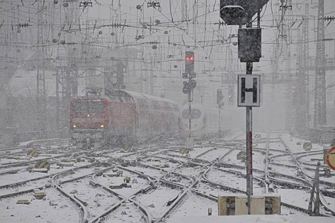 Snow storm, main train station in Cologne, North Rhine-Westphalia, Germany, Europe