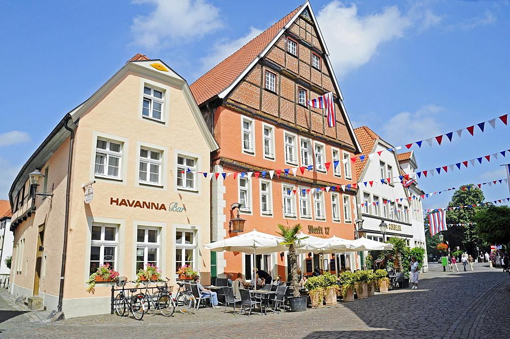 Sidewalk cafe, historic centre, Warendorf, Muensterland region, North Rhine-Westphalia, Germany, Europe