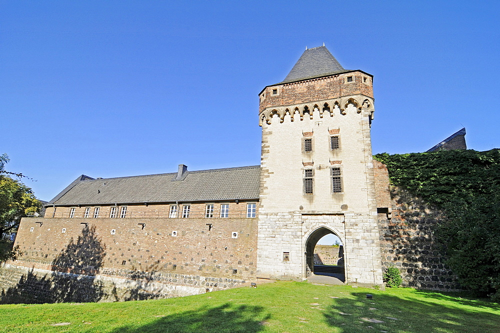Burg Friedestrom castle, tower, gate, Feste Zons, customs fortress Zons, Dormagen, Lower Rhine, North Rhine-Westphalia, Germany, Europe