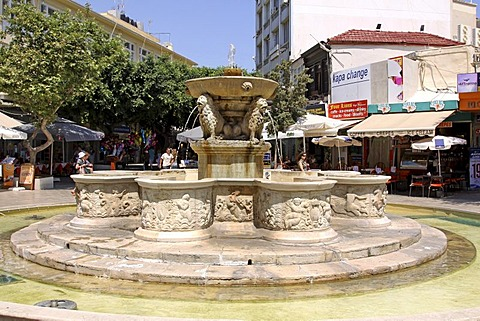 Morosini Fountain, built in 1628, fountain with 8 interconnected basins with statues of Greek mythology, Heraklion or Iraklion, Crete, Greece, Europe
