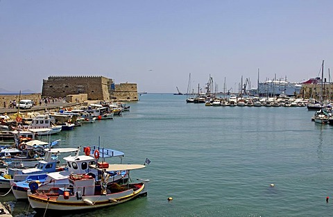 Koules Castle, Venetian harbour, yachts and fishing boats, Heraklion or Iraklion, Crete, Greece, Europe