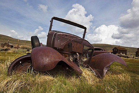 Vintage car, rusty old car wreck, Bodie State Park, ghost town, mining town, Sierra Nevada Range, Mono County, California, USA