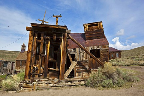 Old dilapidated mill, Bodie State Park, ghost town, mining town, Sierra Nevada Range, Mono County, California, USA