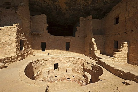 Kiva room for religious ceremonies at Spruce Tree House, cliff dwellings, Anasazi Native American ruins, Mesa Verde National Park, Colorado, America, United States