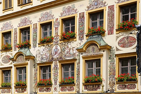 """Lueftlmalerei"", traditionally painted facade of the Marienapotheke pharmacy, historic centre of Traunstein, Chiemgau, Upper Bavaria, Germany, Europe"