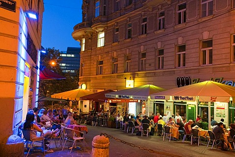 Nightlife in the Bermuda Triangle pub and party district, Vienna, Austria, Europe
