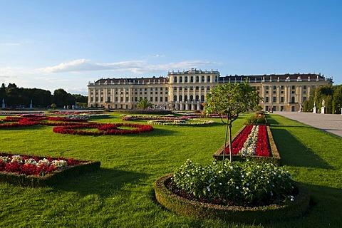 Palace gardens, Schloss Schoenbrunn Palace, Vienna, Austria, Europe