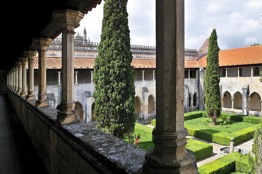 Upper area of the two-storey cloister in the Dominican monastery Mosteiro de Santa Maria da Vitoria, UNESCO World Heritage Site, Batalha, Portugal, Europe