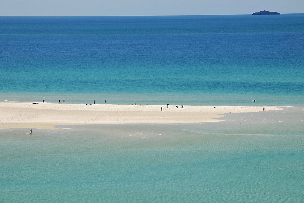 Whitehaven Beach with tourists, Whitsunday Island, Whitsunday Islands National Park, Queensland, Australia