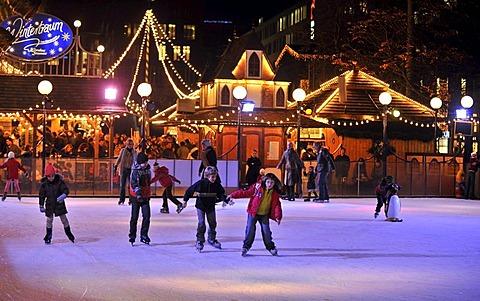 Night shot of the skating rink, Christmas market, Schlossplatz square, Stuttgart, Baden-Wuerttemberg, Germany, Europe