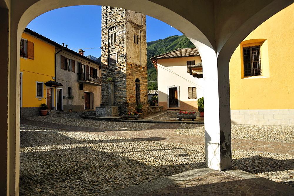 Village square, church, Cavaglio San Donnino, Valle Cannobina valley, Lake Maggiore, Cannobio, Piedmont, Italy, Europe
