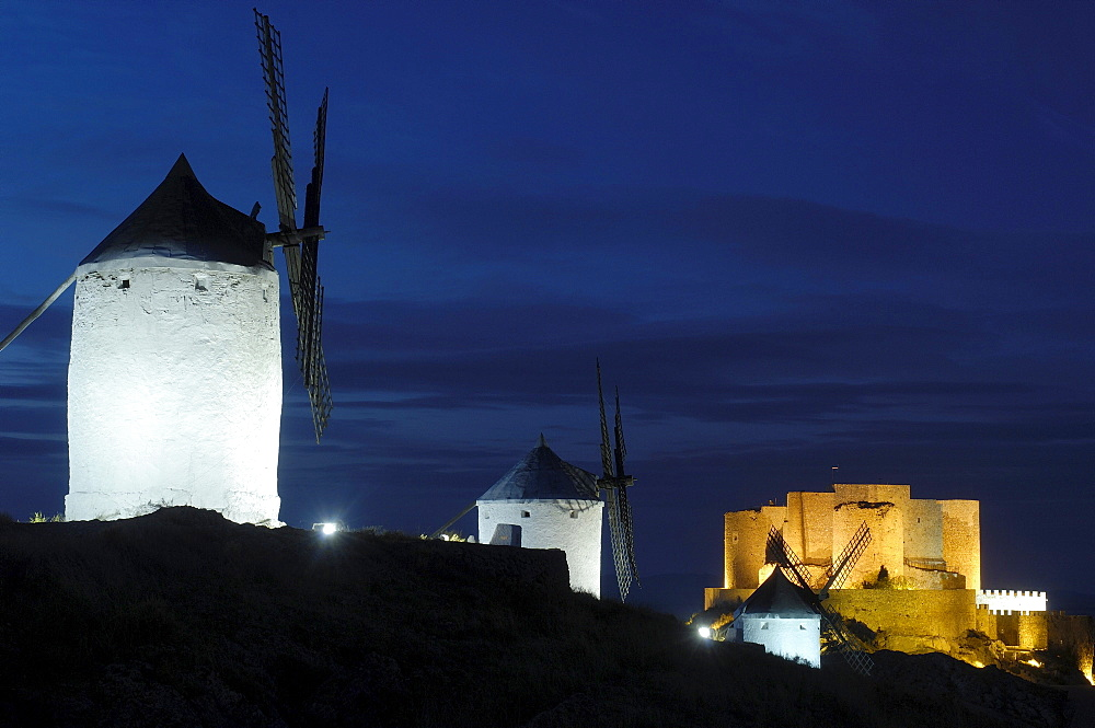 Windmills and Caballeros de San Juan de Jerusalen Castle at dusk, 12th century, Consuegra, Toledo, Route of Don Quixote, Castilla-La Mancha, Spain, Europe