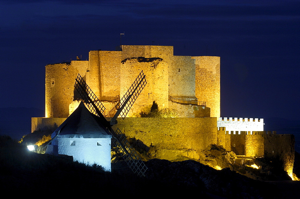 Windmill and Caballeros de San Juan de Jerusalen Castle at dusk, 12th century, Consuegra, Toledo, Route of Don Quixote, Castilla-La Mancha, Spain, Europe