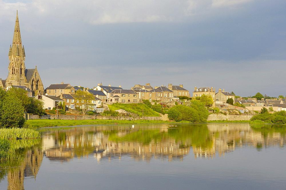 Kelso Village and Tweed river, Scottish Borders, Scotland, United Kingdom, Europe