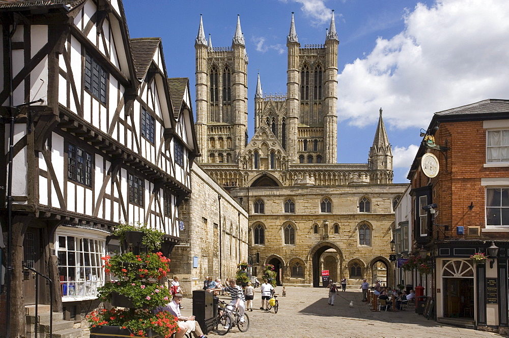 Castle Square with Exchequer Gate, cathedral and tourist office, Lincoln, Lincolnshire, England, United Kingdom, Europe
