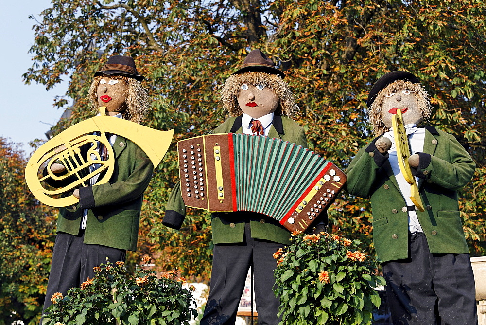 Three Musicians, stuffed dolls in traditional Salzburg costume, Bauernherbst Harvest Festival, Michaelbeuren, Flachgau, Salzburg, Salzburg, Austria, Europe