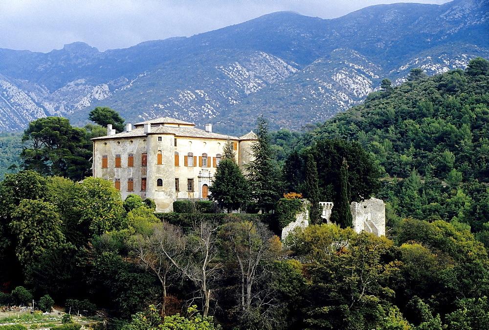 Vauvenargue Castle near Aix en Provence, burial place of Picasso, Provence-Alpes Cote d'Azur, Southern France, France, Europe