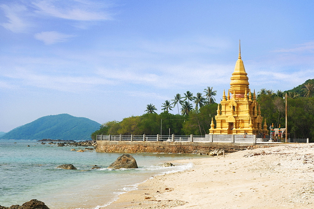 Chedi Laem Sor Pagoda on Ko Samui island, Thailand, Asia