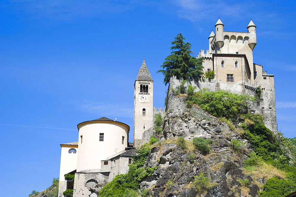 Hotel Residence Chateau, Burg Saint Pierre, Castello di Saint Pierre, Saint Pierre, Aosta Valley, Valle d'Aosta, Alps, Italy, Europe