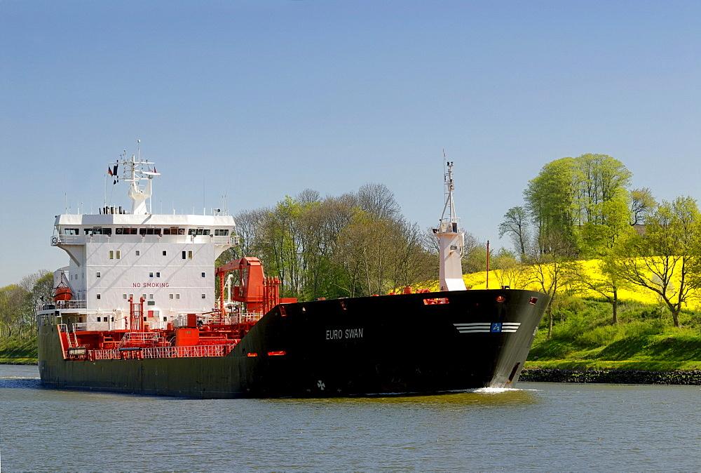 Tanker, LNG tanker on the Kiel Canal, Schleswig-Holstein, Germany, Europe